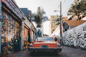 Predgrađe sa grafitima